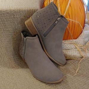 Boots (zipper)